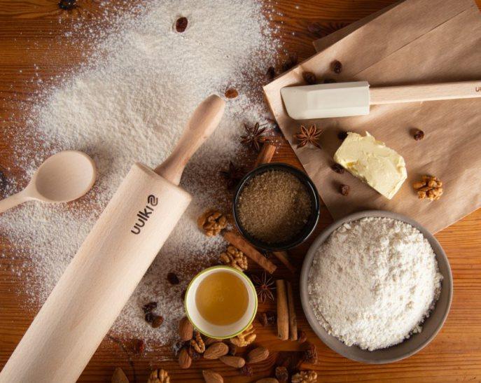 Küchen- und Wohnungsutensilien aus Holz und Pflege für Holz und Gusseisen