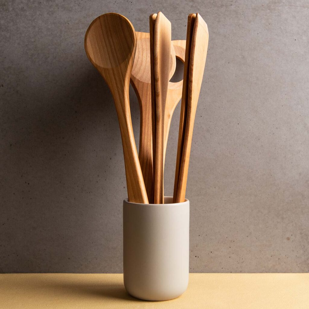 benefits wooden kitchen utensils