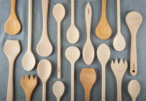 cleaning wooden kitchen utensils