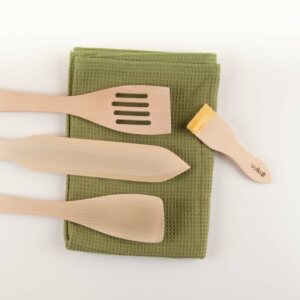 maintaining wooden kitchenware