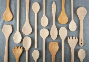 cleaning wooden kitchen utensils